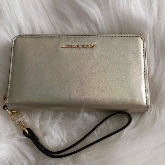 e3050315858d Michael Kors Bags | Nwt Wristlet Wallet Gold Holo | Poshmark